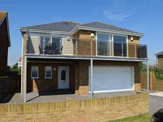 Superb house, amazing sea views, games room, wifi - Littlestone vacation rentals