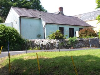 Rural cottage close to a beach - Llanybri vacation rentals
