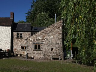 2 bedroom Cottage with Internet Access in Usk - Usk vacation rentals