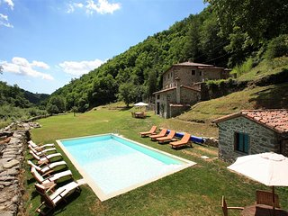 Bright 5 bedroom House in Vetto - Vetto vacation rentals