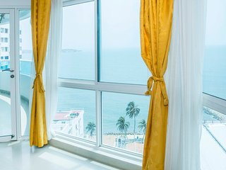 Sunshine and Palm Trees Beach front Condo - Cartagena vacation rentals