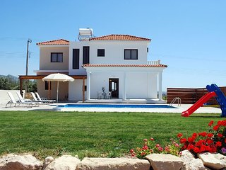 Fabulous Villa,Walking Distance to Coral Bay Strip and Sandy Beach. FREE AIR CON - Paphos vacation rentals