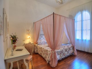 2 bedroom Condo with Housekeeping Included in Arezzo - Arezzo vacation rentals