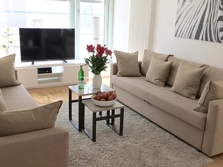 CENTRAL BERLIN! 4 ROOM, 2BED/1,5 BATH, 3 min subway/3 min to Brandenburger Tor! - Berlin vacation rentals