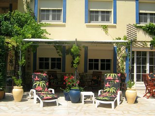 Garden apartment between Uzes, Avignon and Orange. - Laudun vacation rentals