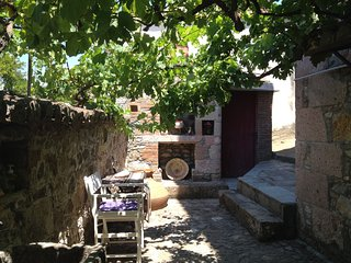 Traditional Stonehouse in Vrisa, Lesvos (7 Pers) - Vatera vacation rentals