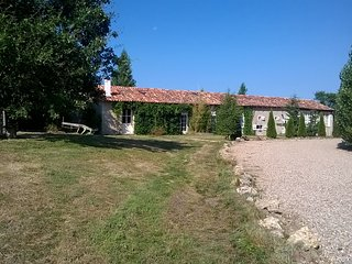 Gite Holiday Cottage Tranquil Organic Sheep Farm 2 - L'Isle-Jourdain vacation rentals