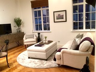 NEW-StayCentral CBD Little Paris in the Cafe & Shopping Precinct - Melbourne vacation rentals