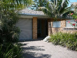 KENTIA   -   1/5 Redgum Road Boomerang Beach - Blueys Beach vacation rentals