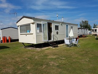 Lavender Caravan - Dog Friendly Caravan - Clacton-on-Sea vacation rentals