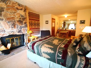 Riverbend #8E - Corner Studio on the River, Fireplace-Wood - Red River vacation rentals