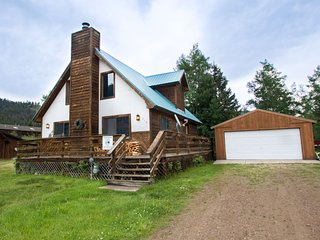 Our Red River Cabin - Private Home in Tenderfoot, Downstairs Master, Backyard, WiFi, Washer/Dryer - Red River vacation rentals