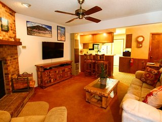 Grandview Townhouse #10 - In Town, King Bed, WiFi, Satellite TV, Washer/Dryer - Red River vacation rentals