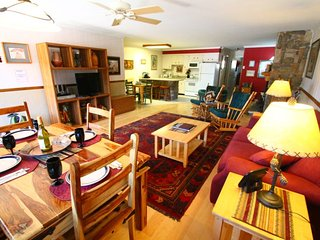 Ski View Condo #11 - Ski Views!, In Town, Single Level, King Bed, WiFi, Game Room, Laundry - Red River vacation rentals