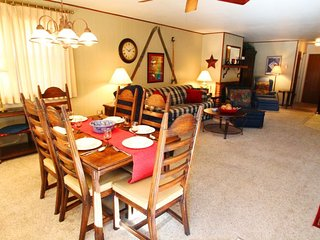 Ski View Condo #14 - Ski Views!, In Town, Single Level, King Bed, WiFi, Game Room, Laundry - Red River vacation rentals
