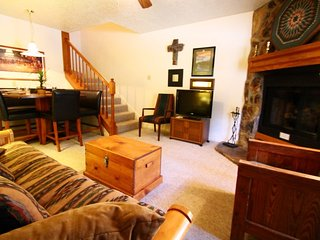 Valley Condos #107 - WiFi, Washer/Dryer, Community Hot Tubs, Playground, Creek - Red River vacation rentals