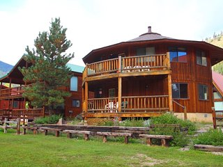 Round Eagle - Unique Home on the River, Ski In/Out, Wrap-around Deck, Washer/Dryer, King Beds - Red River vacation rentals