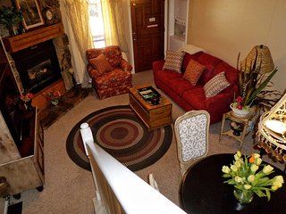 Valley Condos #105 - WiFi, Washer/Dryer, Community Hot Tubs, Playground, Creek - Red River vacation rentals
