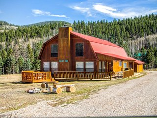 Valley View - Large Upper Valley Lodge, Fire Pits, WiFi, Satellite TV, Washer/Dryer - Red River vacation rentals