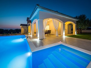 Beautiful 4 bedroom Sibenik Villa with Internet Access - Sibenik vacation rentals