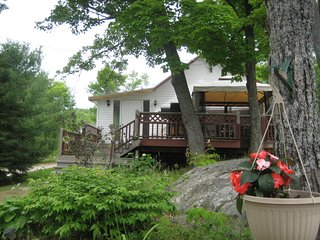 Gorgeous Cottage with Internet Access and Washing Machine - Espanola vacation rentals