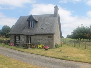 Romantic 1 bedroom Cottage in Vire with Internet Access - Vire vacation rentals