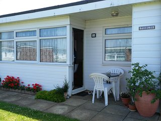 Beautiful 2 bedroom Great Yarmouth Chalet with Television - Great Yarmouth vacation rentals