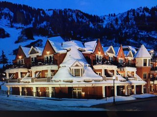 Luxurious 3 bedroom villa next to Ajax Mountain - Aspen vacation rentals