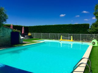 Mins to the beach, pool, hot tub & sauna - Angles vacation rentals
