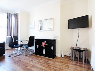 2 bedroom Apartment with Internet Access in Westcliff-on-Sea - Westcliff-on-Sea vacation rentals