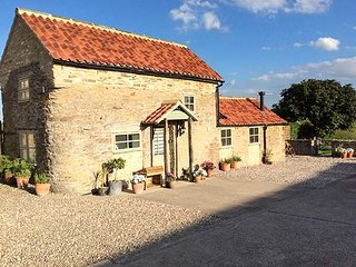 HOBBITS, barn conversion, woodburning stove, WiFi, off road parking, Easingwold, Ref 20946 - Easingwold vacation rentals