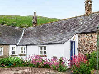 AKELD COTTAGE, pets welcome, WiFi, complimentary horse riding, near Wooler, Ref. 904419 - Wooler vacation rentals