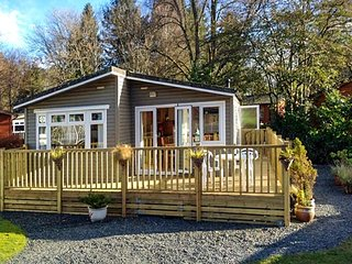 NATURE'S EDGE, pet-friendly, single-storey lodge with on-site swimming pool in the Lake District, Ref 922833 - Troutbeck Bridge vacation rentals