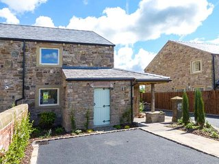 SHERBURNE COTTAGE, quality features, woodburner, en-suites, hot tub, in Ribchester, Ref 926657 - Ribchester vacation rentals