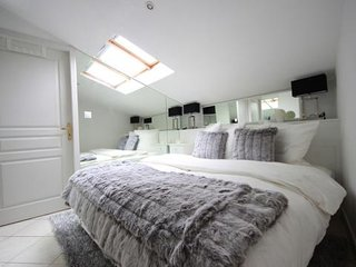 2 Room Roof-Top Croisette Apartment in the Heart of Cannes - Cannes vacation rentals