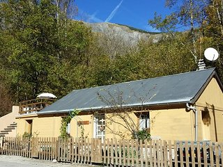 Chalet Chardon 2 Bedroom, Hot Tub, Wood Burner - Les Deux-Alpes vacation rentals