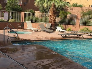 JUST LIKE HOME, AFFORDABLE, POOL, SHOPPING, GOLF - Washington vacation rentals