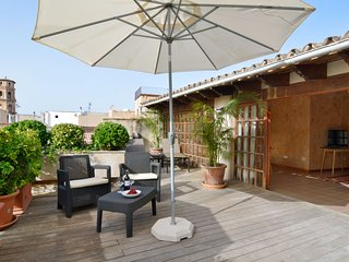 Penthouse Old Town 4per/lift 1 km beach - Palma de Mallorca vacation rentals