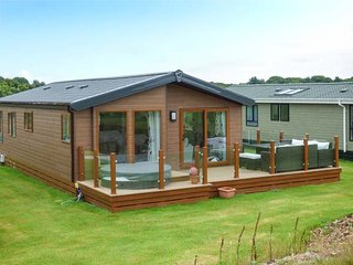 18 GOLF VILLAGE, on-site facilities, all ground floor, short walk to beach, Pwllheli, Ref 936109 - Pwllheli vacation rentals