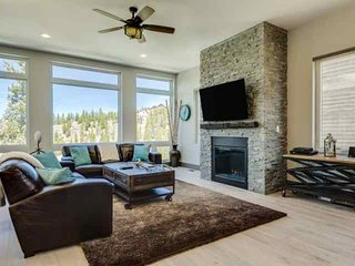 Luxury Single Family Home-WoW Views-Free Shuttle-Lg Hot Tub/Pool Table-Sleeps - Breckenridge vacation rentals