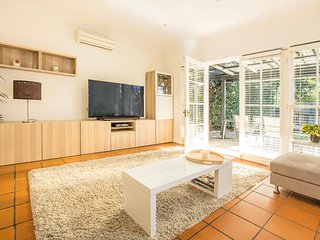 Live La Dolce Vita in Middle Harbour Sydney - Cammeray vacation rentals