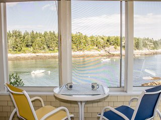 LONGVIEW ON PIG COVE | SOUTHPORT, MAINE | PET FRIENDLY | PRIVATE | DEEPWATER DOCK AND FLOAT | SPECTACULAR OCEAN VIEWS | COTTAGE CONNECTION OF MAINE | - Capitol Island vacation rentals