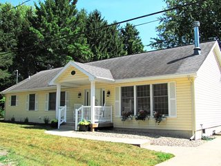 Bright House with A/C and Satellite Or Cable TV - South Haven vacation rentals