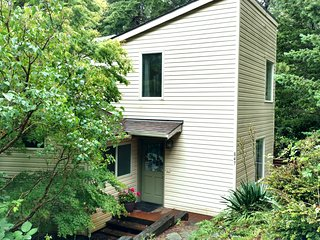 Hummingbird Hill a quiet sanctuary MCA#1117 - Manzanita vacation rentals