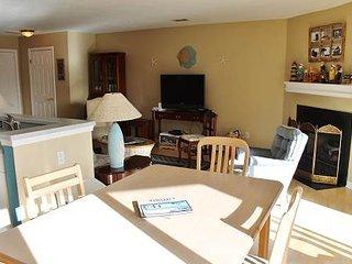 Bright 2 bedroom Manteo Villa with Balcony - Manteo vacation rentals