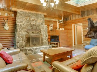 Elegant and dog-friendly with private hot tub & riverfront views - Rhododendron vacation rentals
