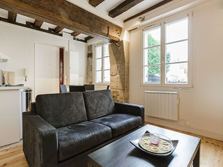 St Germain / Pantheon : lovely apt for 4 people - Paris vacation rentals