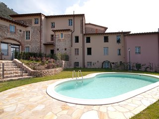 Wonderful 2 bedroom Camaiore Condo with Shared Outdoor Pool - Camaiore vacation rentals