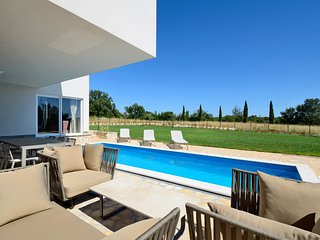 Beautiful 3 bedroom villa in a pitoresque village near Rovinj. - Smoljanci vacation rentals