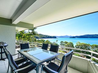 Beautiful 2 bedroom Apartment in Hamilton Island with A/C - Hamilton Island vacation rentals